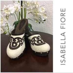 Adorable Ivory & Brown Clogs By Isabella Fiore